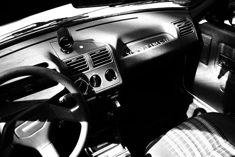 Peugeot_205_innen_edited.jpg