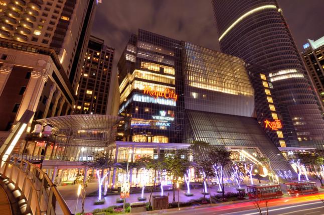 板橋府中商圈的熱鬧可媲美新北市西門町