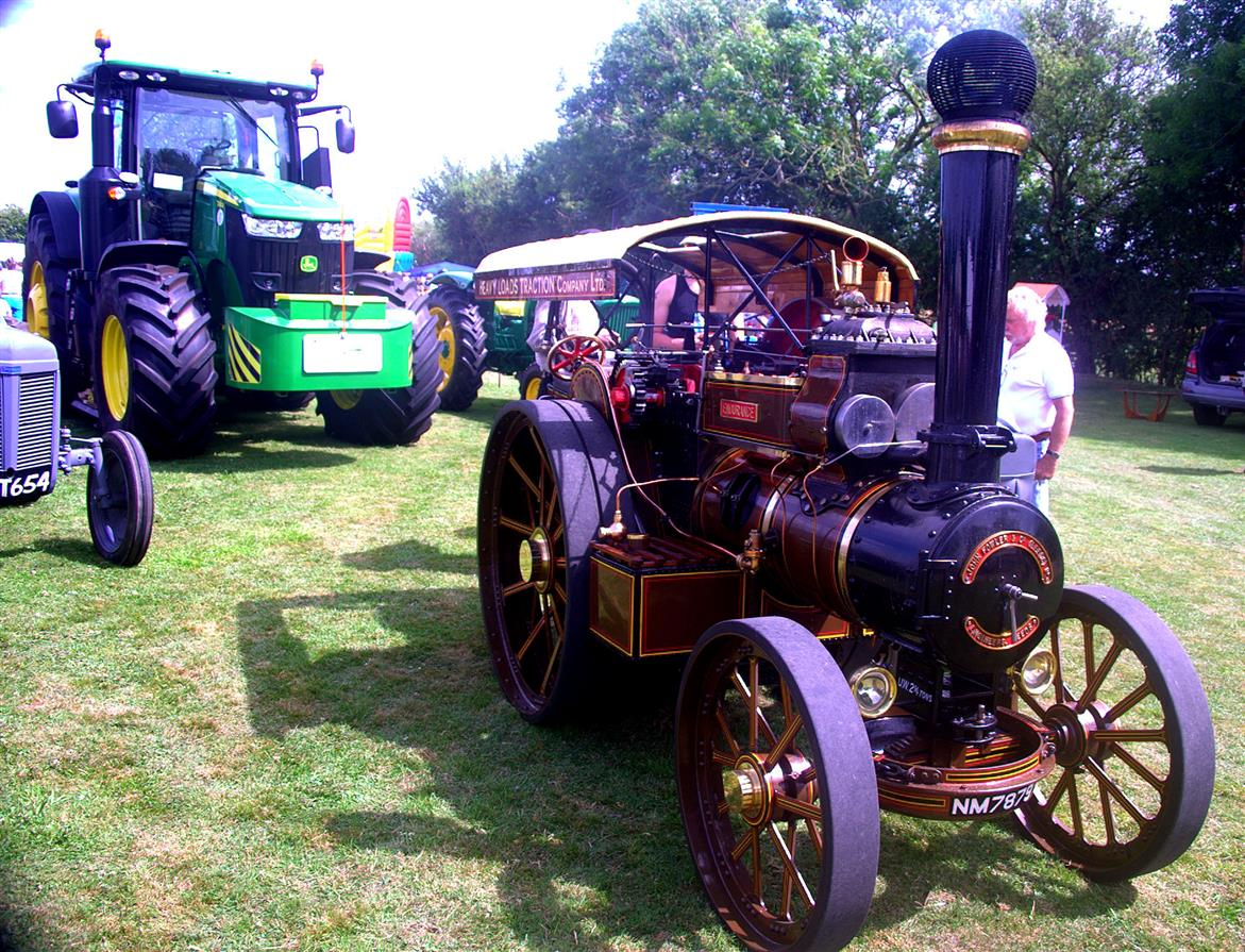 Traction Engine at Bedfield Fete