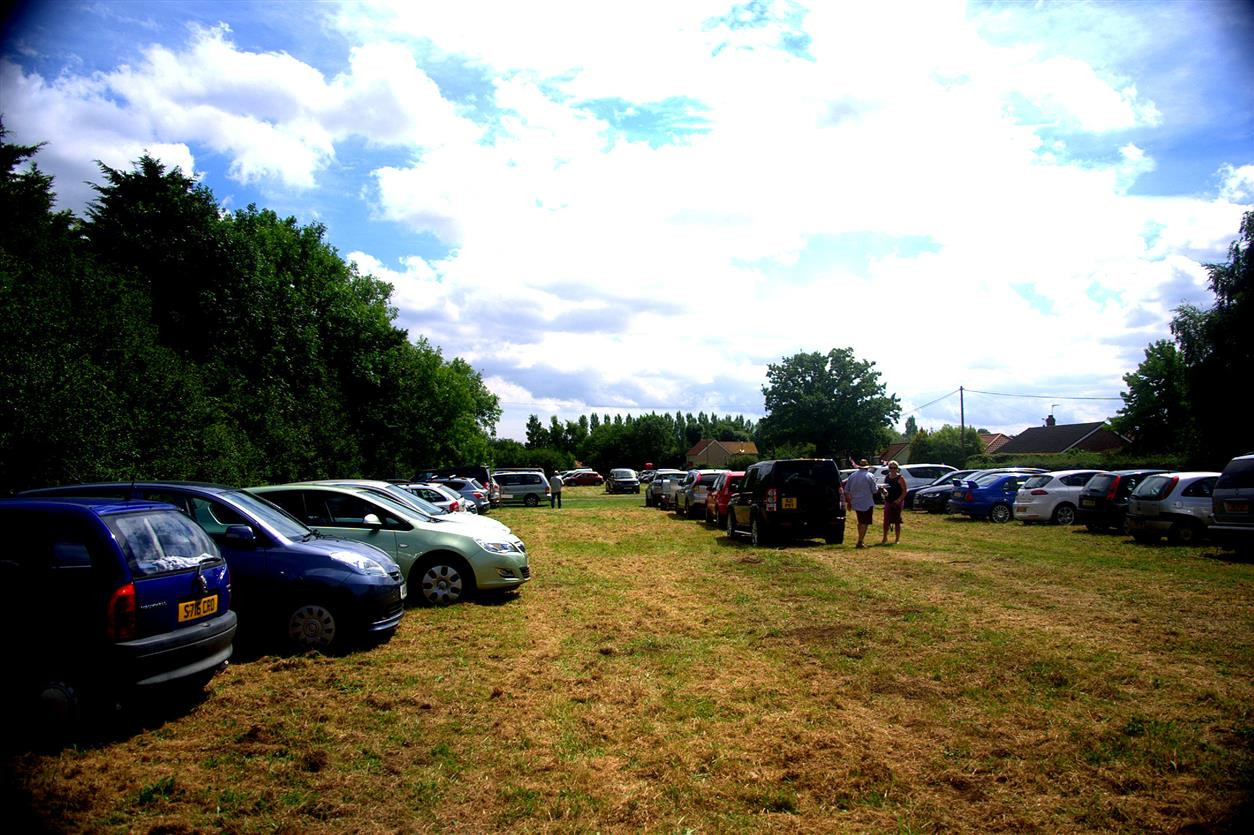 Bedfield Fete Visitors Arrive