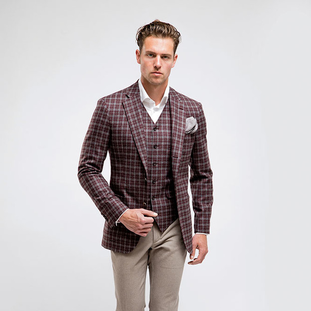 Style 1: Single breasted, 5 buttons with points with high neck opening.