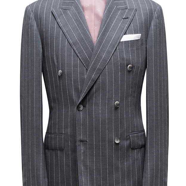 Double Breasted, peak lapel, 4 x 6 buttons