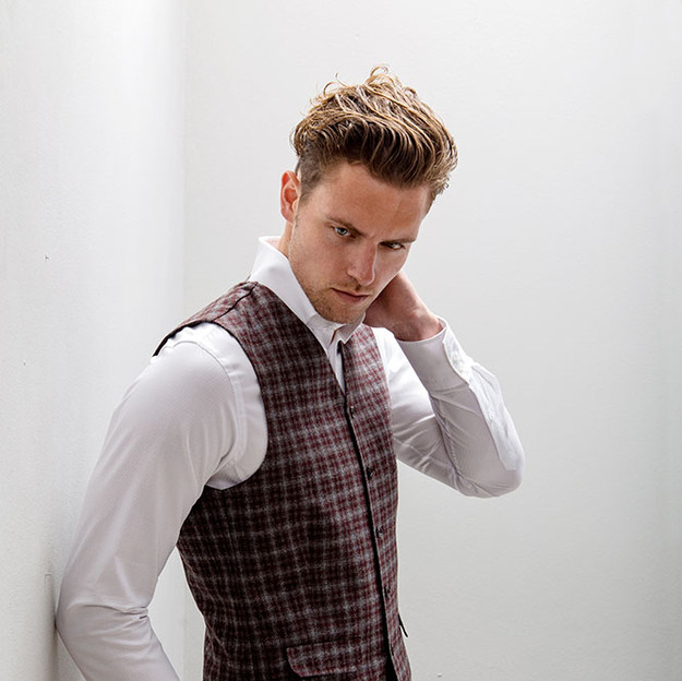 Style 1: Single breasted, 5 buttons with points. Style: P8 Jetted breast pocket, 2 welted side pockets with flap.
