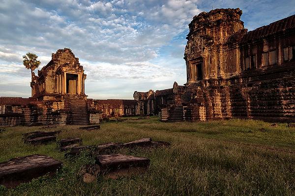 04-Angkor Wat Interior..jpg