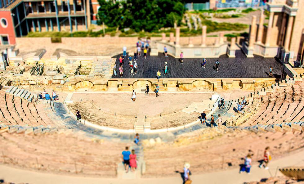 Amphitheatre Tilt