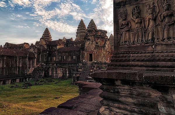 02-Angkor Wat Interior..jpg