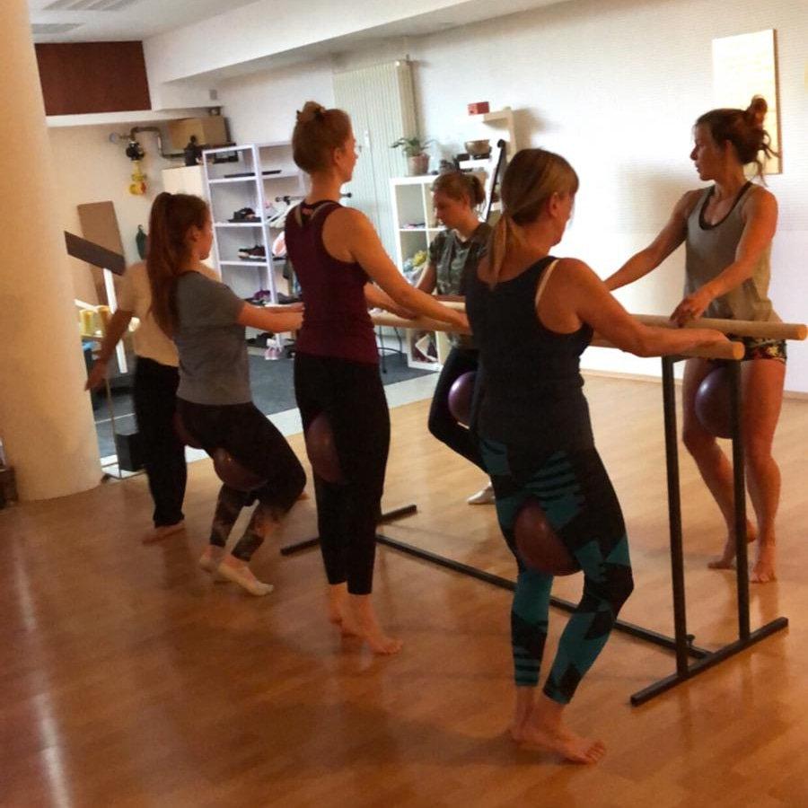 Mo. 10:00 Barre Pilates  Level I
