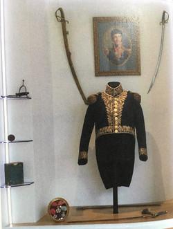 Vitrine (Mairie de Pontacq) de l'uniforme du Général Joseph Barbanègre