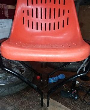 23 Os pes da cadeira foram trabalhados p