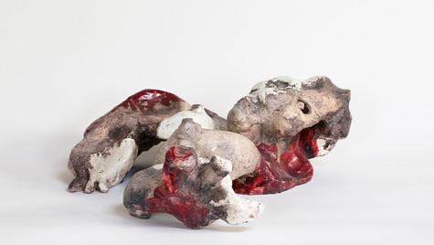 Femme embryon aux seins nourrissiers