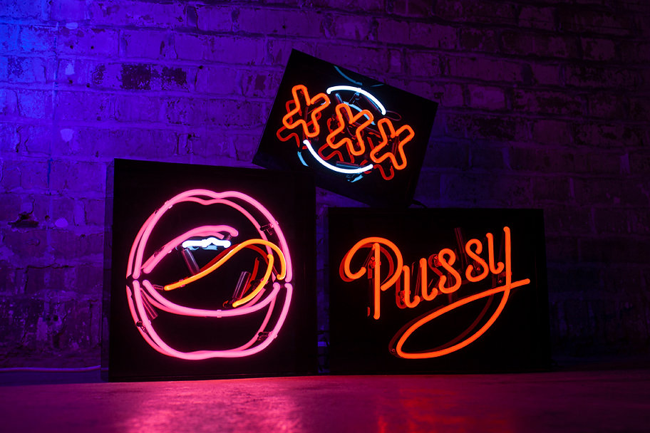 neon lights peep show