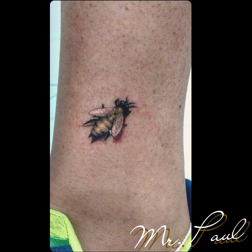 abelha+tornozelo_tattoo_mrpaul_dermographic_ribeirão+preto