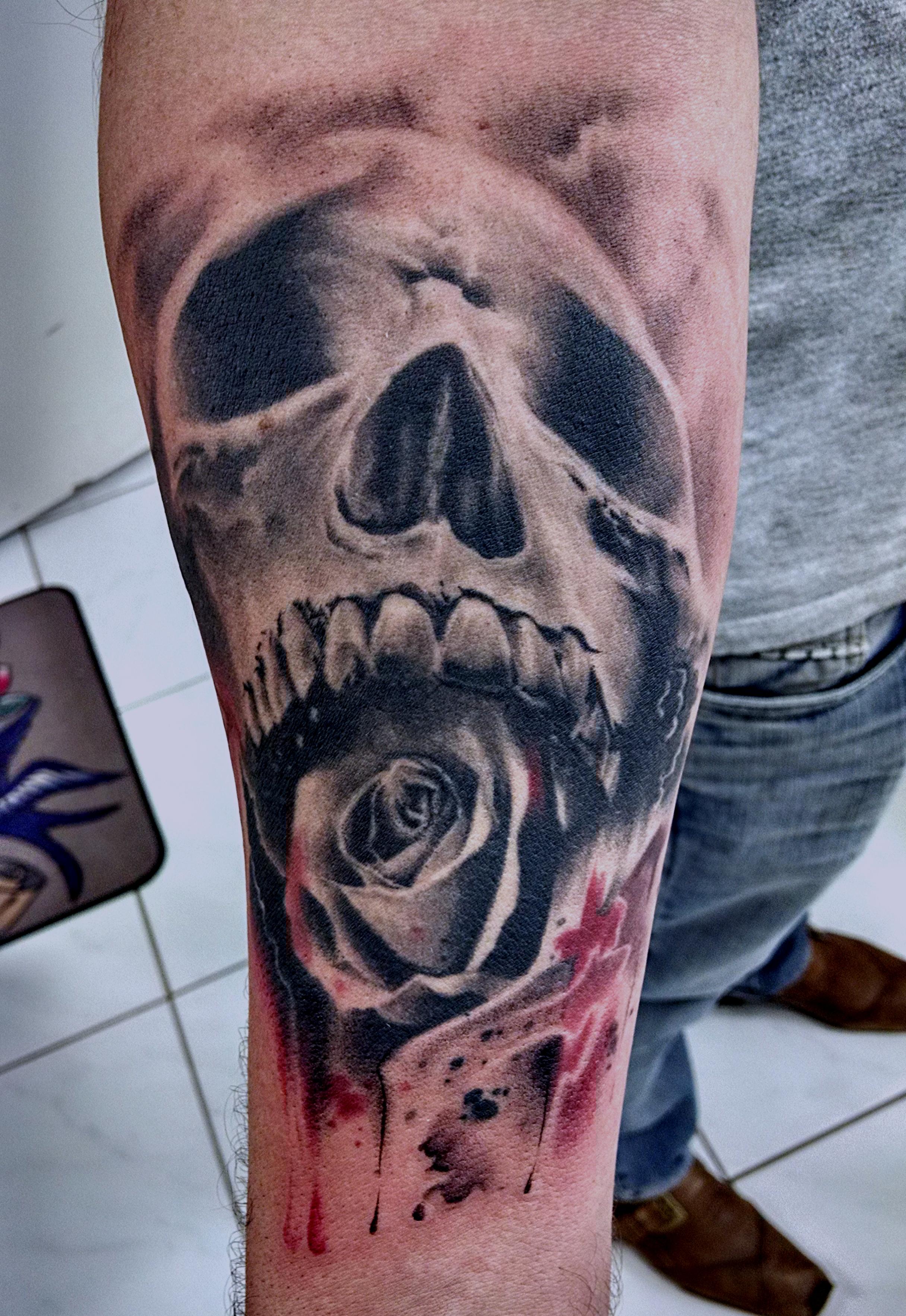 crânio_rosa_tattoo_mrpaul_dermographic_ribeirão_preto[1]