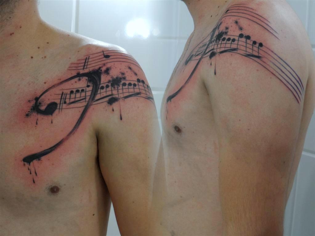 Clave+de+fá_Notas+musicais_ombro_dermographic_mr+paul_tatuagem+ribeirao
