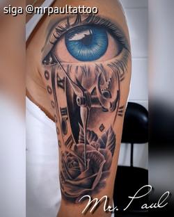 Olho relógio rosa realismo tatuagem tatt