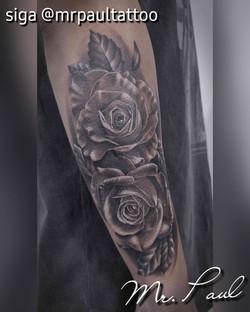 rosas antebraço realismo tatuagem tattoo