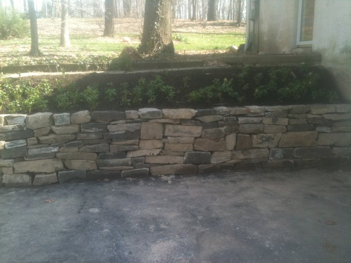 Fieldstone gravity wall
