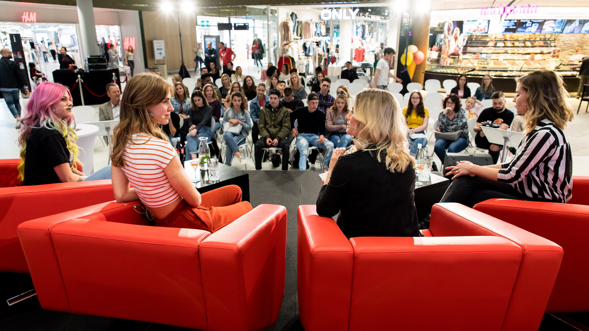 Influencer - Frauen diskutieren