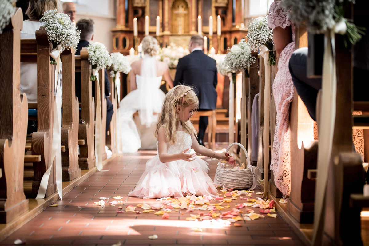 Blütenzauber im Kirchengang