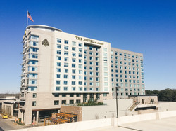 Avalon Hotel and Conference Center i