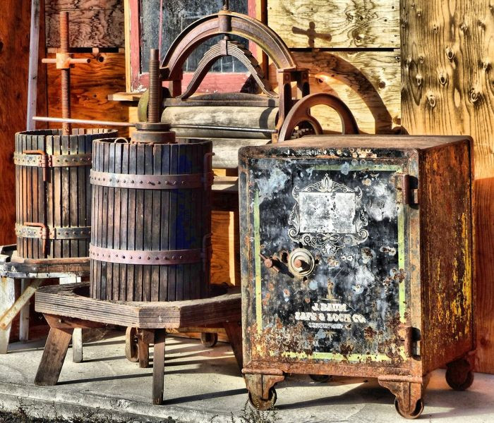 amazing things locksmiths find in old safes