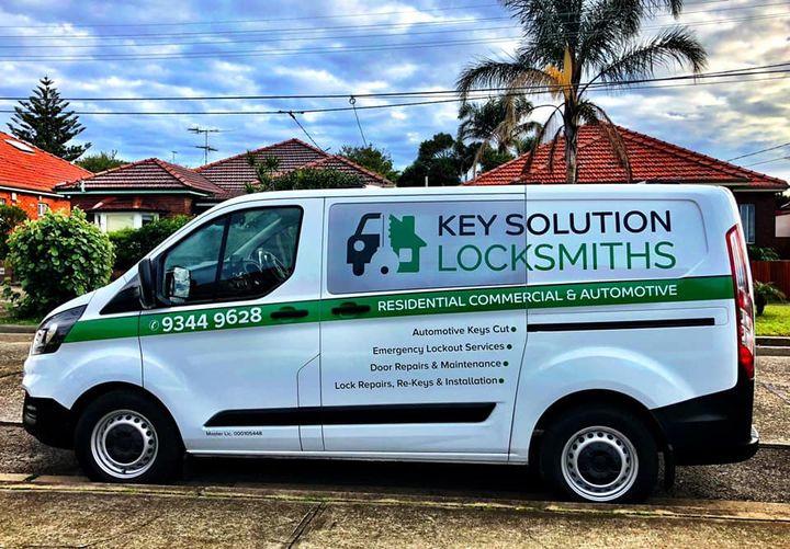 mobile car locksmith