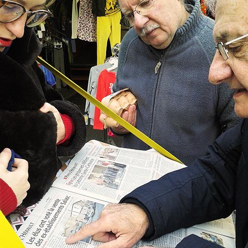 On lit le journal ensemble