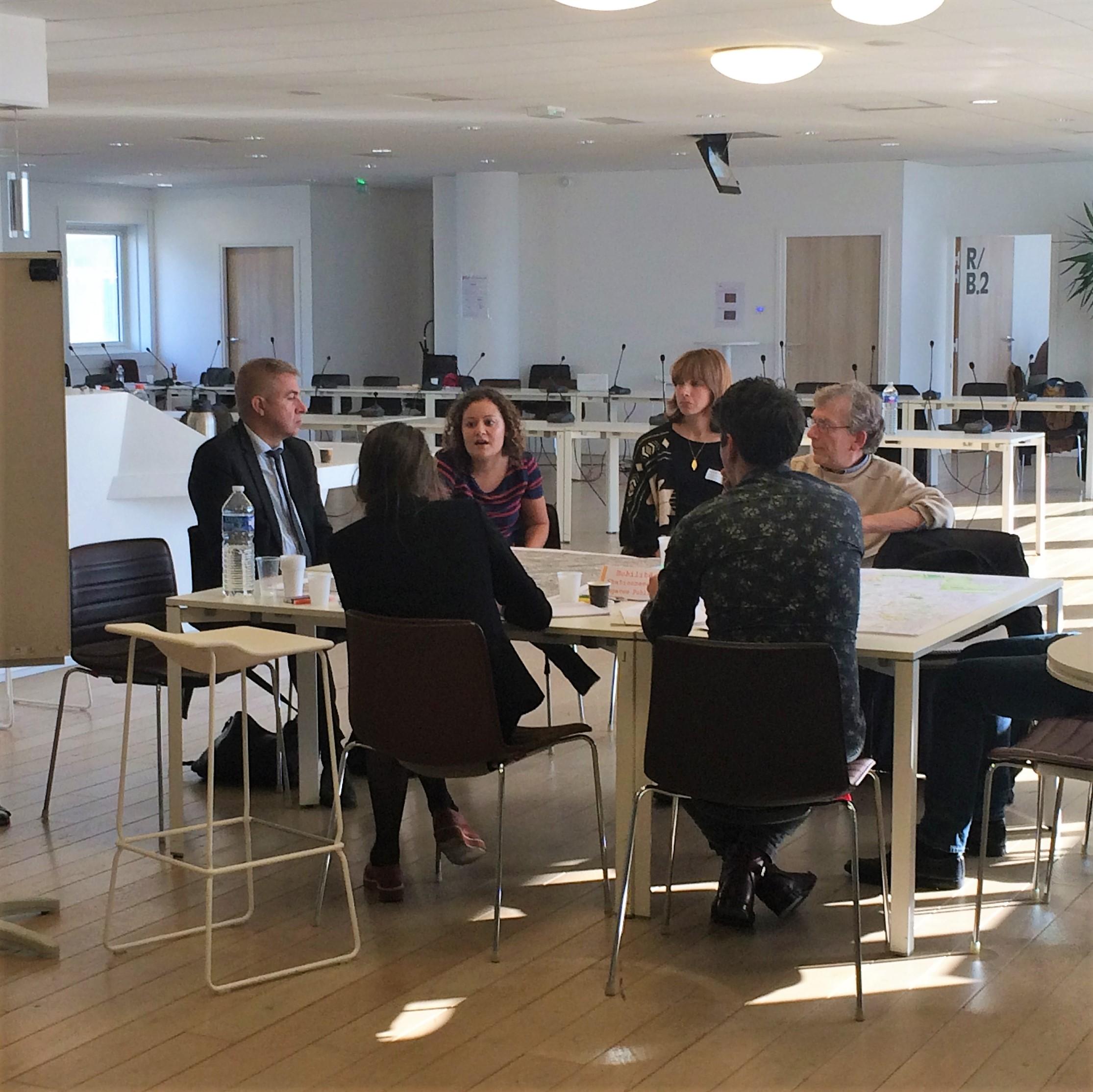 table ronde Services et Commerces