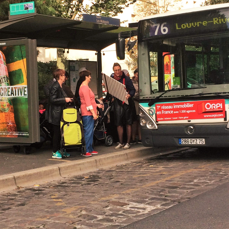 Atelier Bretelles à l'arrêt de bus