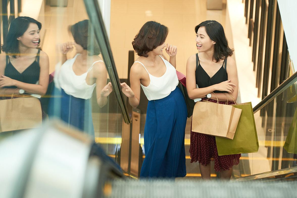 Shopping-with-best-friend-538611.jpg