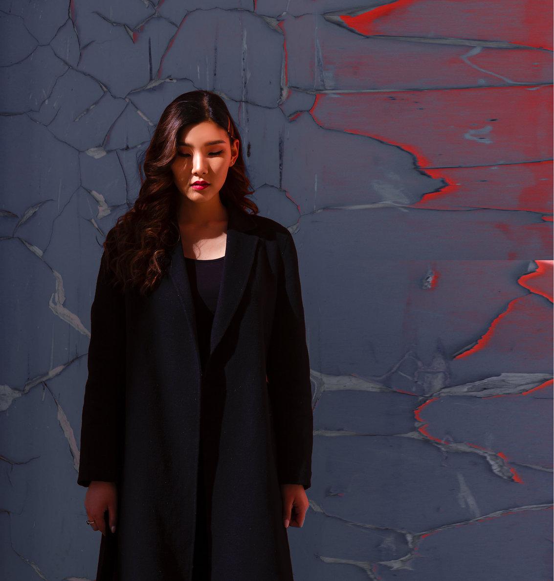 woman-in-black-long-sleeved-shirt-349654