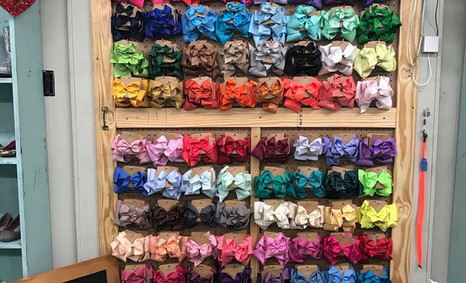 TONS of hairbows!