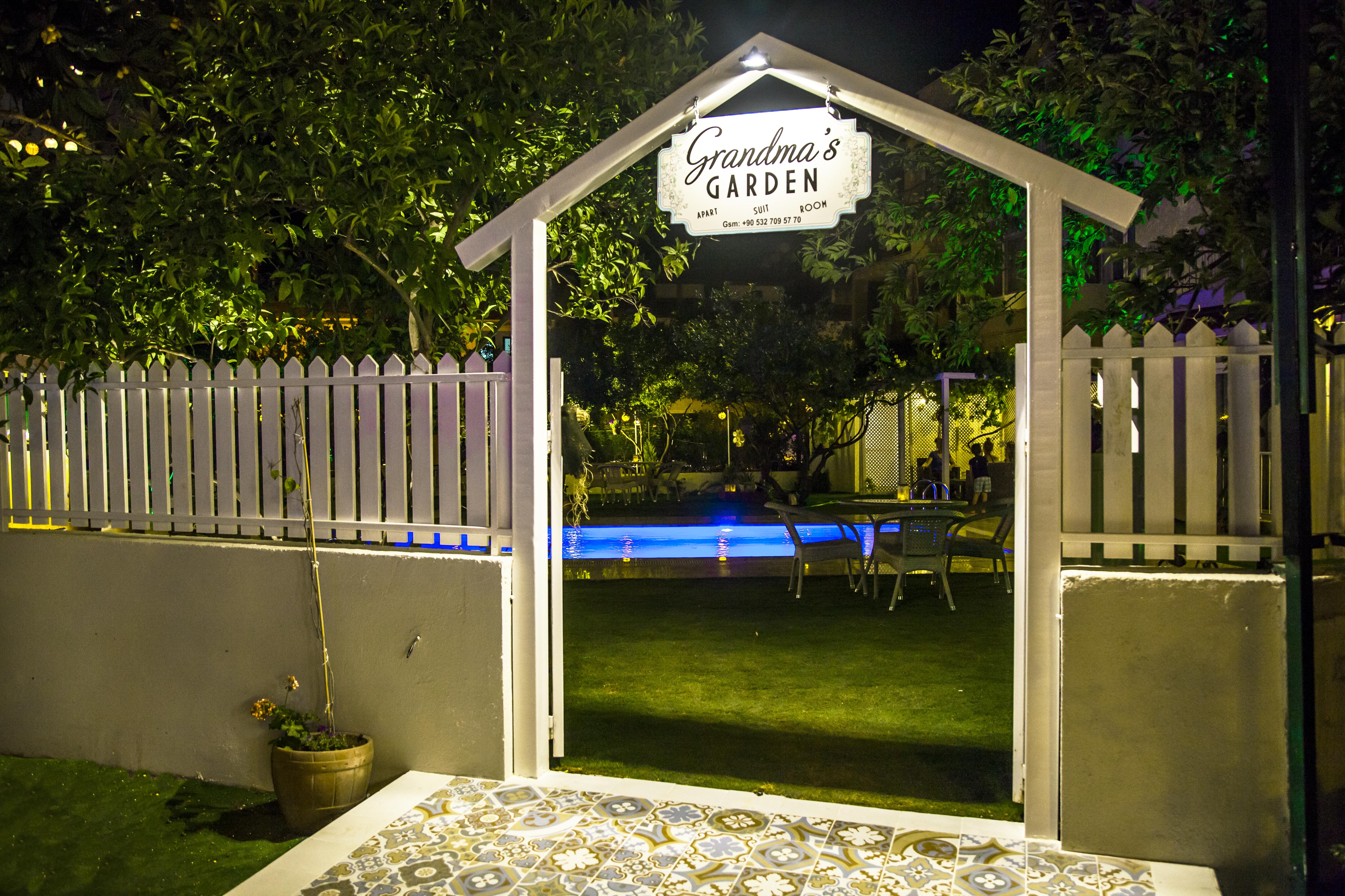 Arka Giriş / Back Door