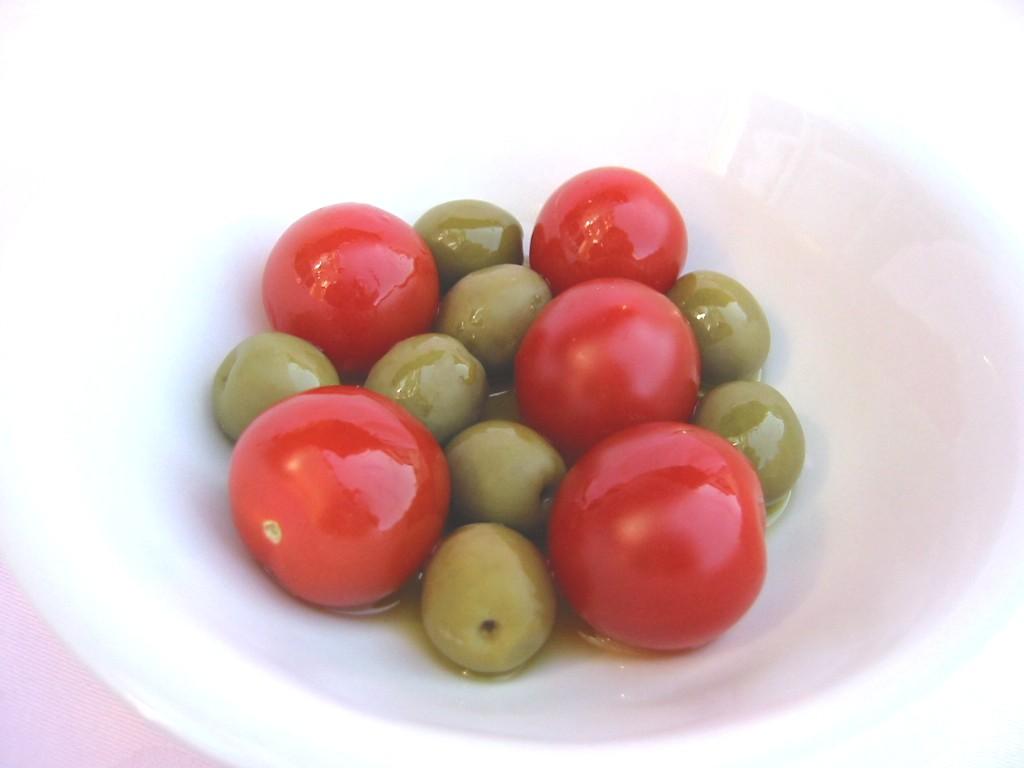 プチトマトとオリーブ