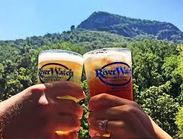 toasting beers.jpg