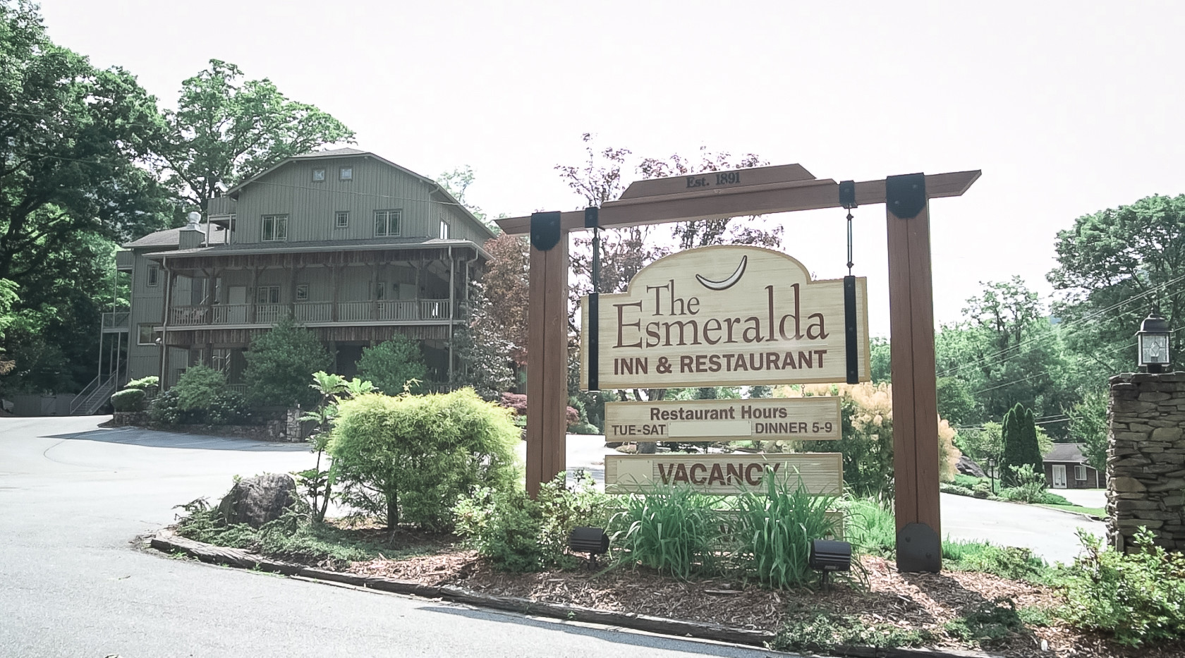 Esmeralda Inn Entrance