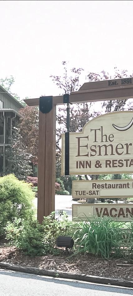 Esmeralda Inn Entrance