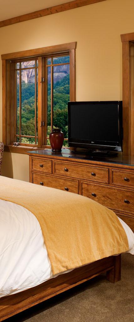 Esmeralda Inn Room