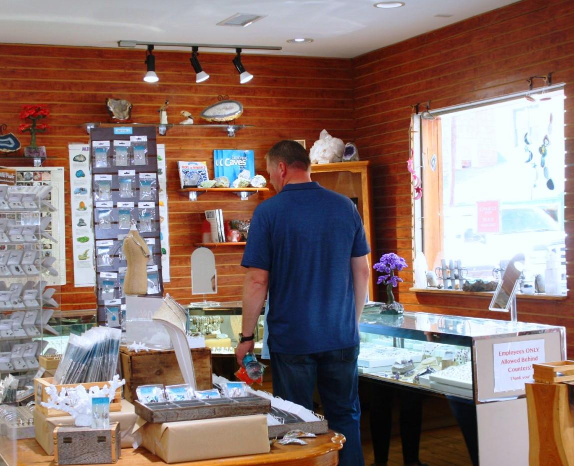 Interior ppl shopping.jpg