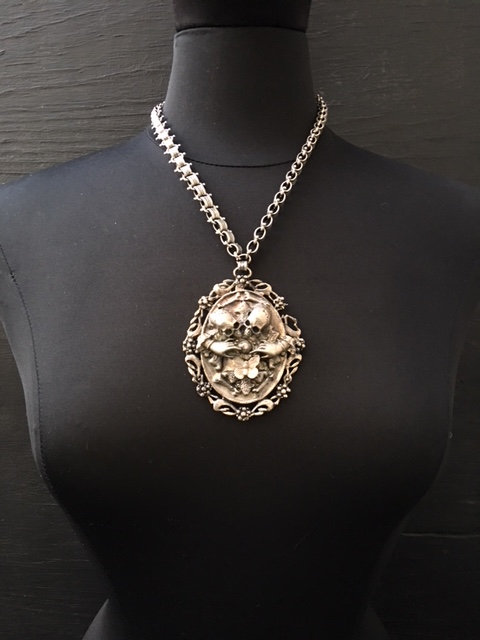 Vanitas Vanitatum in antiqued white bronze