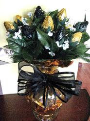 NEW ORLEANS SAINTS CHOCOLATE COVERED SYRAWBERRY ROSE BOUQUET