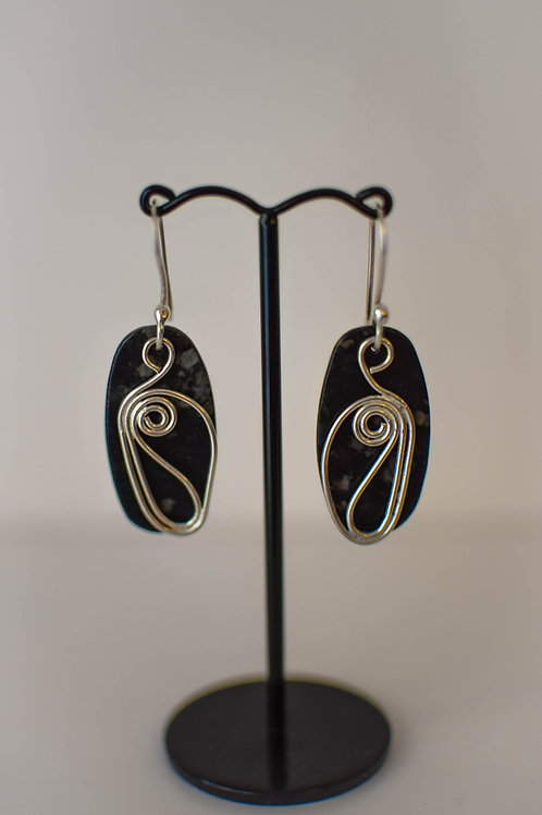 Serpentine and silver pattern earrings