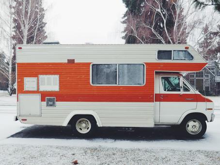 Furgoneta camper, autocaravana y caravana, conoce sus diferencias ☟