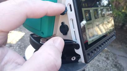 Kártya slot-ok és kábel konnektorok