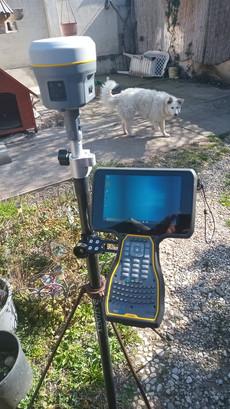 Trimble R12+TSC7, vigyázó II. Földmérő Kutyával