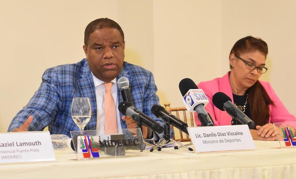 El ministro de Deportes Danilo Díaz al anunciar la rehabilitación del techado Fabio Rafael González, de Puerto Plata, durante rueda de prensa en el salón James Rodríguez.