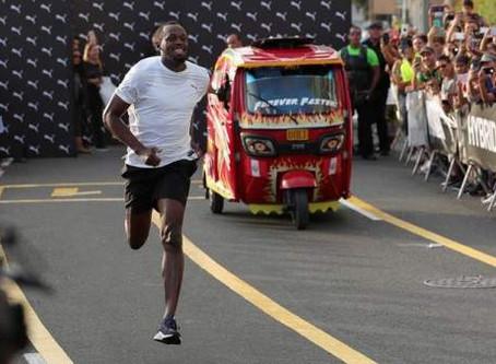 Usain Bolt le gana una carrera a un mototaxi. Aquí el vídeo.