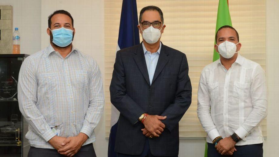 Ejecutivos de Fenapepro y Senasa firmaron el acuerdo. Fuente externa