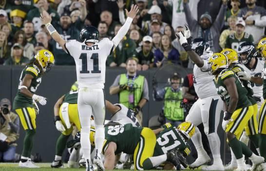 Howard terminó con 15 acarreos para 87 yardas con dos touchdowns y una recepción