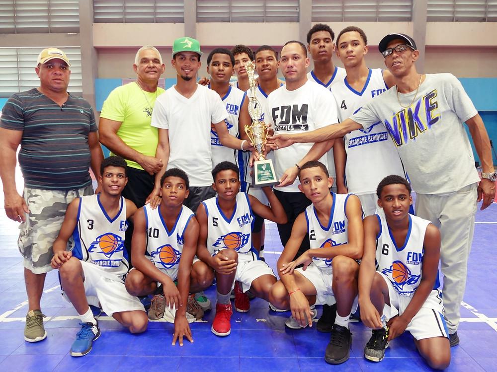 Ensanche Bermudez se proclama campeón en el clásico U-14 basket de la Fundación Minaya